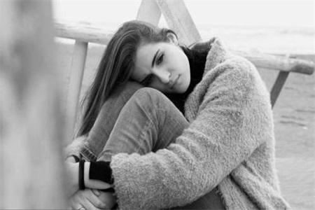 抑郁症的表现症状 女性产后患上了抑郁症及时护理才可治愈