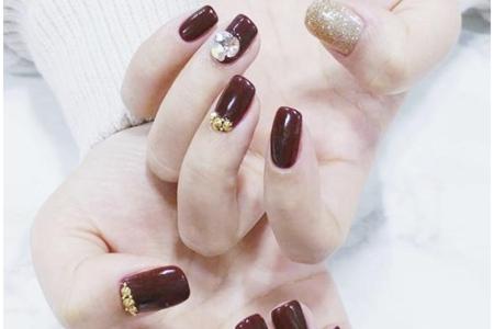 2019冬天美甲图片大全,春节红色带钻的指甲新款式