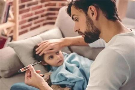 感冒咳嗽吃什么好的快 避免宝宝感冒妈妈们可以这样做