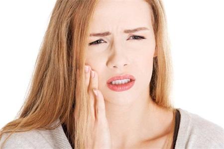 口腔溃疡吃什么好的快?发病原因你需要知道才好治疗
