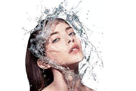 补水保湿的化妆品选择困难 水乳是必不可少的护肤品