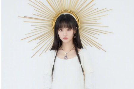郑爽cos太阳女神重回小仙女,纯洁白色连衣裙造型太甜美
