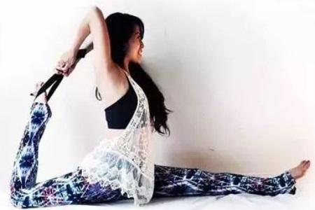 瑜伽初入门教学视频 适合初学者懒人在家也能练