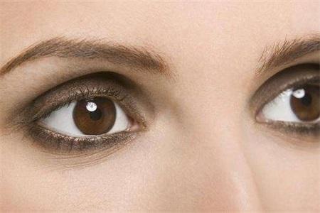 马应龙痔疮膏去黑眼圈有用吗?去除黑眼圈的眼霜哪个好
