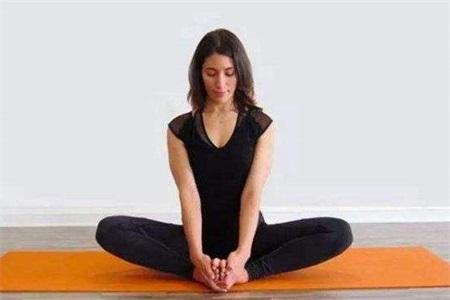 痛经怎么缓解?瑜伽初入门教学视频帮你缓解疼痛调理月经