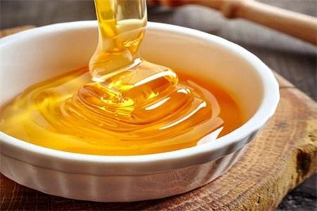 蜂蜜水的作用与功效有不少,但蜂蜜里加这些可治疗多种疾病