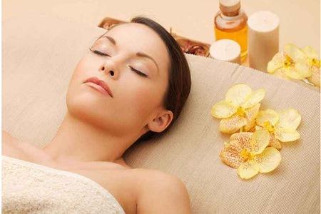 女性艾灸的八个好处和功效,中医艾灸祛湿排毒缓解妇科炎症