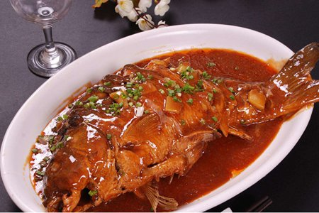 红烧鱼的详细做法一学就会,过年红烧鱼块鲜美简单菜谱