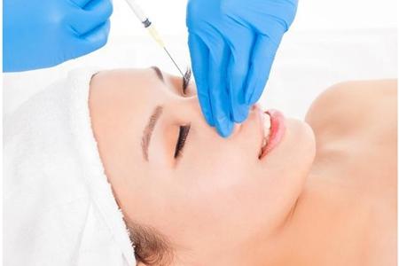 玻尿酸护肤的作用和危害,女性打玻尿酸三年后脸僵