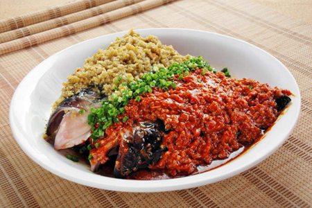 剁椒鱼头的家庭做法,过年大菜鱼肉鲜辣就吃这一道