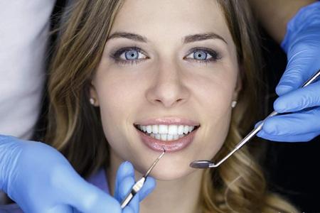 女性口腔溃疡反复发病原因,教你一招避开溃疡疼痛