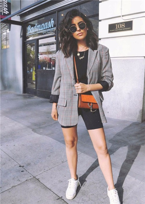 什么!健美裤配西装外套?嗯,2018街拍的最夯穿搭