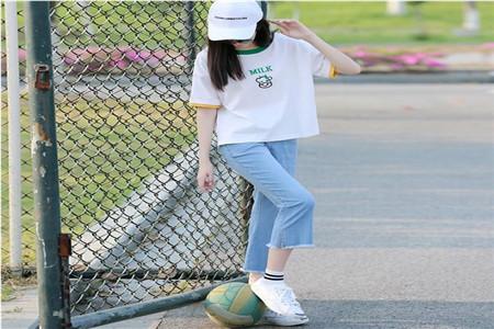 白色T恤成为这个夏天必备的单品服饰之一 怎么穿搭时尚养眼你要懂