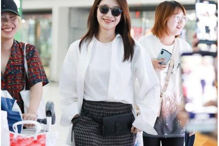 秋天白衬衫叠穿,江疏影、李宇春的时尚街拍穿衣搭配