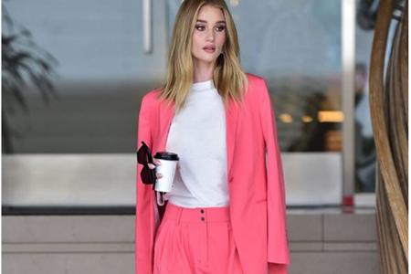 死亡芭比粉成为时尚新选择,金晨穿着粉色短裙才是真美人 金晨 时尚 死亡芭比粉 服饰搭配  第3张
