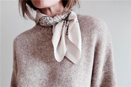 如何巧用你的丝巾系法,为你的秋冬装增添光彩 丝巾系法 服饰搭配  第2张