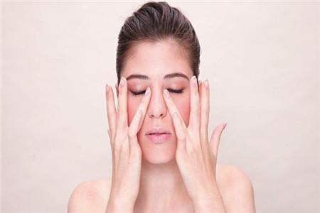 女性眼水肿的原因