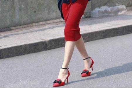 红色高跟鞋