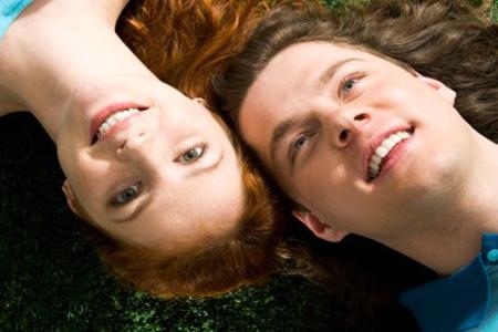 维持两个人的感情最佳的方法是常联系  一句晚安和早安打动她的心