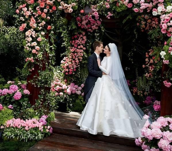 维秘超模米兰达·可儿再婚美如画 甜美新娘妆演绎最美时刻