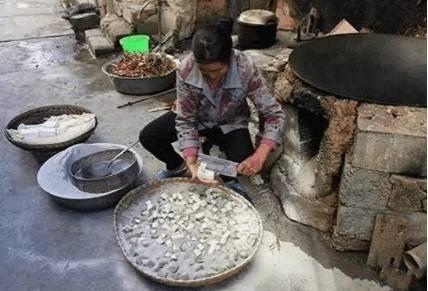 """婆婆既然让我吃石头!70岁阿婆为媳妇做""""美食""""遭拒绝"""