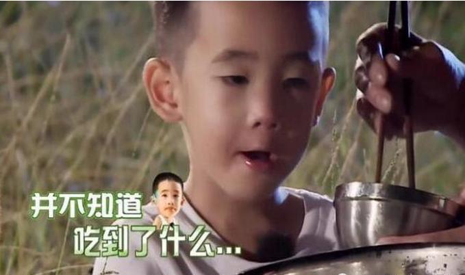 """陈小春独自带娃 不同待遇明显""""偏心"""""""