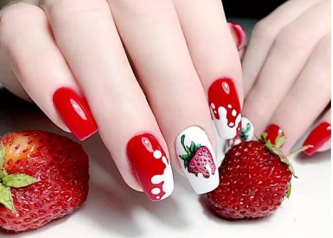 最受欢迎的五款美甲款式,你喜欢指尖的草莓牛奶吗