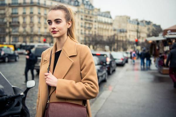 冬季街拍怎样才能保暖又好看,街拍要美要时尚怎么能少得了一件大衣呢