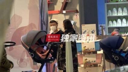 孙红雷陪妻子王骏迪选购婴儿车,即将加入奶爸行列