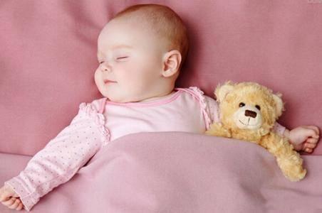 新生儿溢奶的正确处理方法 不看就亏了