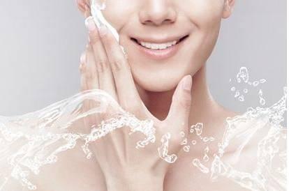 女人这样保湿皮肤 才能更加水嫩