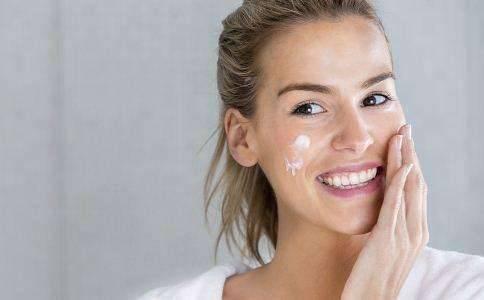 皮肤干燥如何改善 补水