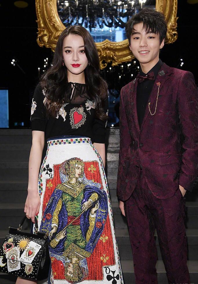 迪丽热巴、王俊凯出席米兰时装周,王子和公主从书中走出来了!