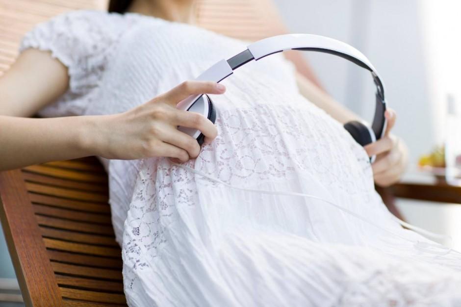 孕期进行音乐胎教可以用耳机吗?