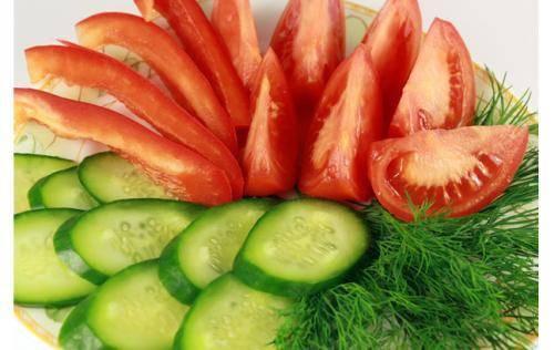 黄瓜和西红柿真的不能一起吃吗?一起吃真的对我们的身体有影响甚至死亡吗?