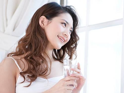 你相信喝水都能长胖的鬼话吗?正确喝水方法还能达到产后减肥的效果