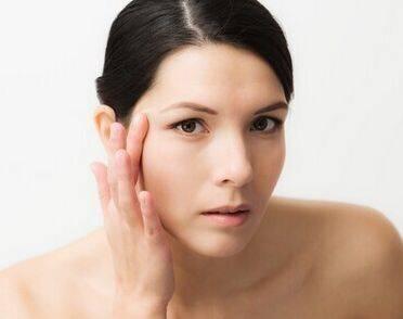 女人如何远离干燥的肌肤