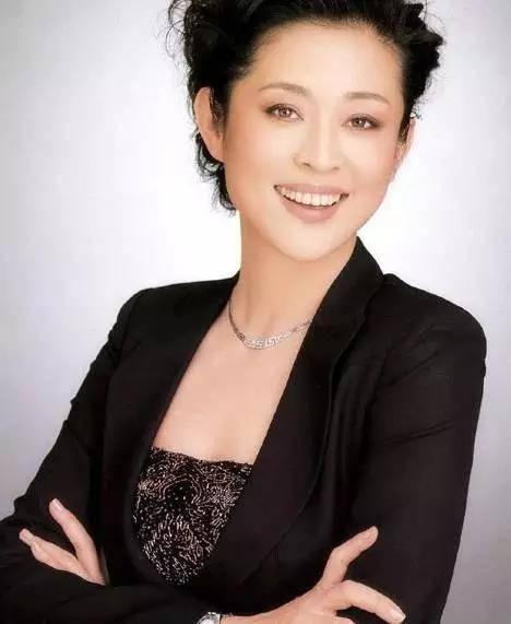 曾被批评不尊重妇女,倪萍生日退出《等着我》