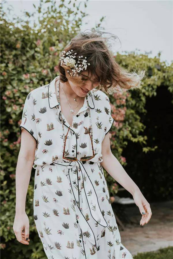 印花衣服怎么穿?让春夏的美绽放在你身上