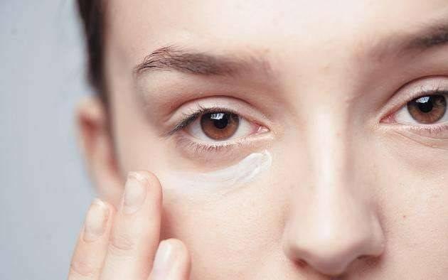 双眼浮肿是为何?有时候并不是水喝多了