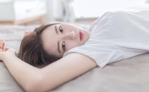 日本美人全捰下身 美女脱光光没穿内衣内裤(图