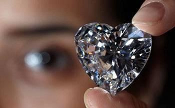 如何在钻石中的寻找最适合自己的婚戒 小技巧