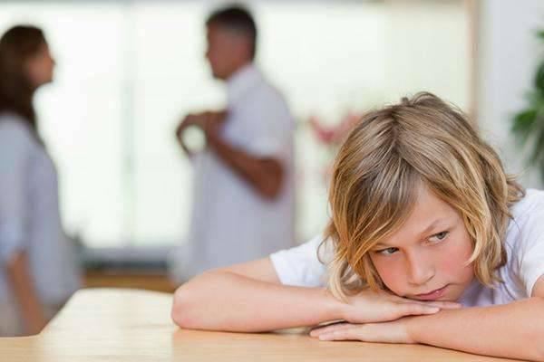 你平时都这样跟孩子说话?难怪孩子总是不听话