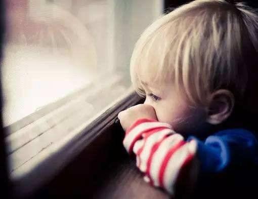 越来越多孩子出现自卑问题?只因为父母经常这样对待他?