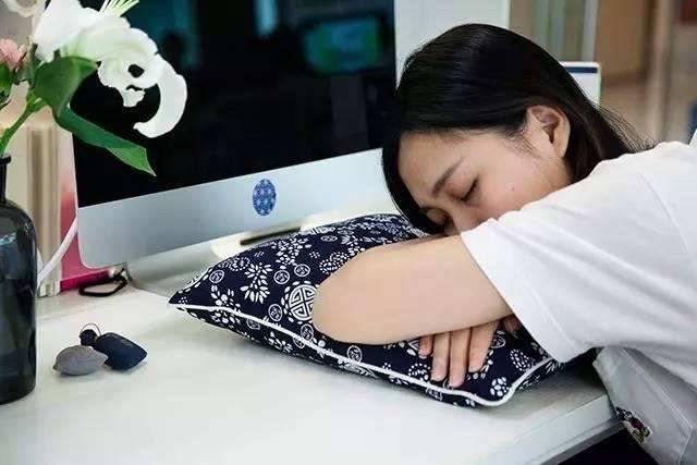 吃午飯后不午睡就難受?為你解析出現這樣身體反應的原因