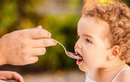 喂养孩子有讲究!不是孩子喜欢什么就给孩子吃啥