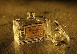 女神化妆台必有的四款经典香水