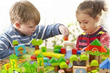 孩子玩具不用买多,母亲准备好这四类就足够