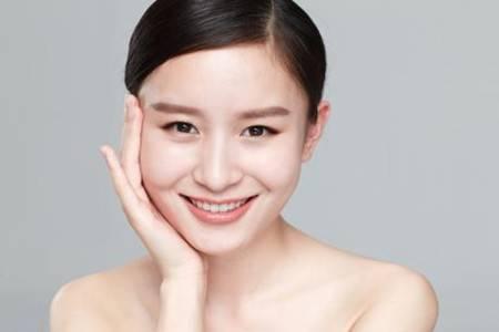秋季脸干易脱妆,抵御起皮肌肤你需要这三招