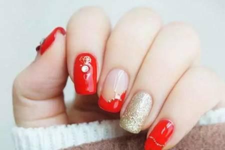 明媚金色点缀艳红美甲,女生百搭的指甲造型